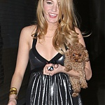 18328_Celebutopia-Blake_Lively_walking_to_the_set_of_her_hit_show_Gossip_Girl_in_Los_Angeles-01_122_410lo.jpg